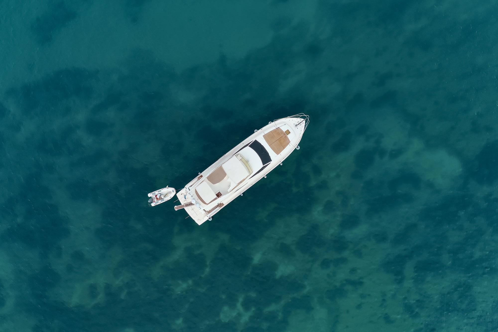 entretien-de-bateau-a-perpignan-piscine-polyester
